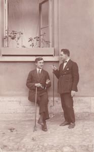 Dwaj panowie z laseczkami. Karol Jankowski z kolegą. Jeszcze przed ślubem z NataliąKarol Ja
