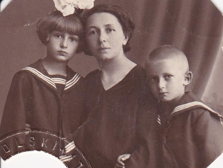 Leokadia przed wyjazdem do Belgii z córką Hanką i synem Tadkiem