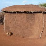 Masajska chata i pies