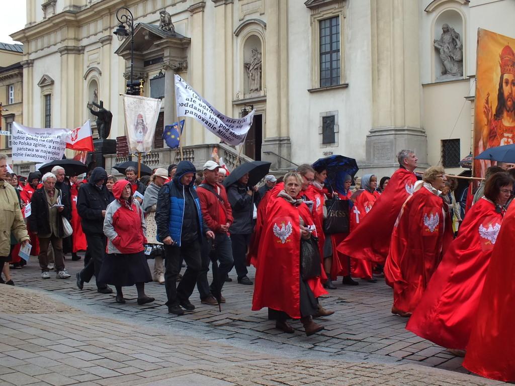 Wszyscy w Warszawie manifestują. Każdy swoje poglądy