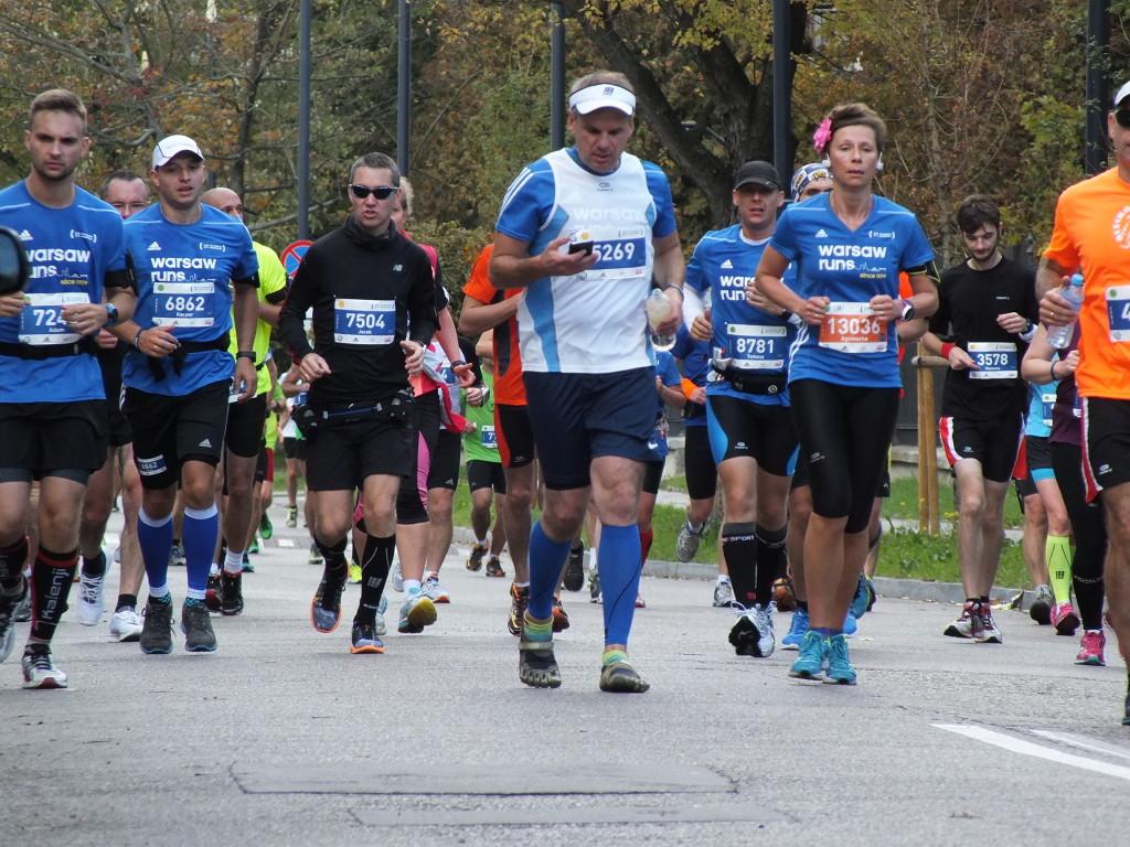 37. PZU Maraton Warszawski. Komórki, smartfony, mierniki przegubowe wciąż były w ruchu, jak nogi.
