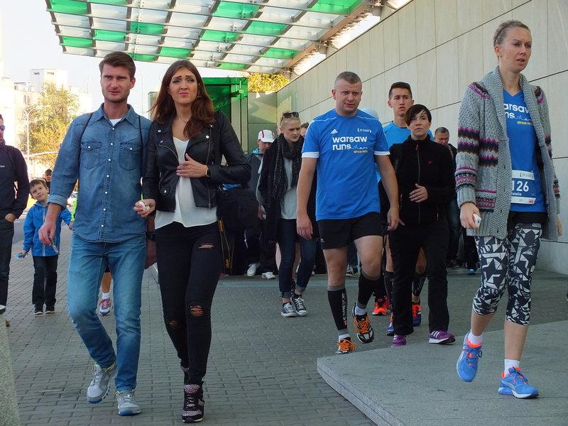 37. Maraton Warszawski. Wystarczyło iść za ludźmi z metra, by dojść do miejsca.