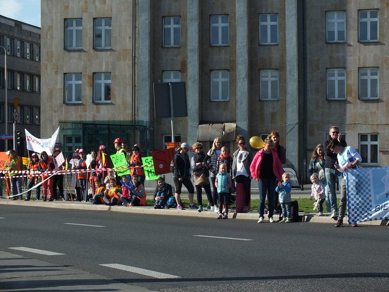 37. Maraton Warszawski. Wyznaczona trasa biegła przez Pragę Północ, Pragę Południe, Śródmieście, Mokotów, Bielany i Żoliborz.