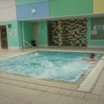 W tym basenie Jadzia pływa co tydzień. Często z wnuczką Kasią.