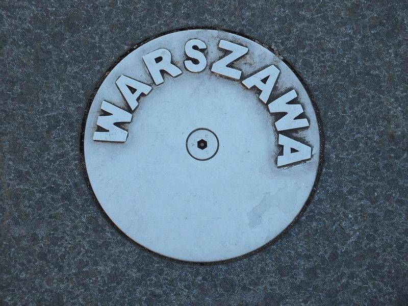 Na placu przed Muzeum Transportu w Coventry. Jest Warszawa, po prostu jest.