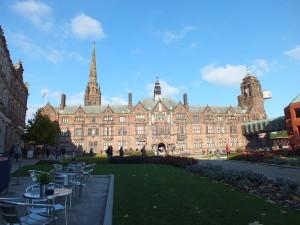 The Council House od frontu w październikowym słońcu.Coventry