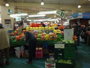 Coventry Retail Market. Coś na kształt Hali Targowej w Gdyni przy ul. Jana z Kolna. Najtańsze w mieście portfele, kapcie, ciuchy, ale i owoce. Zawartość miseczki 1 funt.
