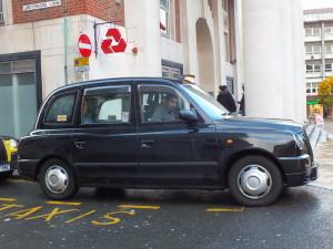 Niby nic, ale taxi w Coventry jest ładne. Na ogół prowadzą je potomkowie właścicieli riksz.