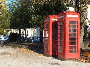 Widać Anglicy też czują sentyment do starych budek telefonicznych. Pozostawiają je w spokoju.