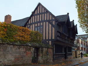 Ufundowany w 1509 roku przytułek dla wdów został zniszczony przez Niemców podczas nalotów w czasie II wojny światowej.