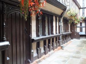 Narożny dziedziniec. Perfekcyjny przykład architektury drewnianej w Anglii.