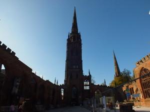 Ocalała z bombardowania główna wieża katedry św. Michała .