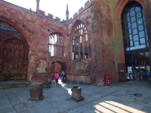 Katedra św. Michała c.d. boczne wejście do katedry otwarte dla zwiedzających.