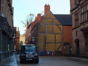 Hay Lane. Przecznica od Earl Street, przy której jest The Council House.
