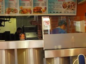 Caspian Pizza, punkt godny polecenia. Pizza wyśmienita. Obsługa miła. Na pytanie czy mogę ją sfotografować, usłyszałam pytanie okraszone uśmiechem: Why not? Far Gosford Street.