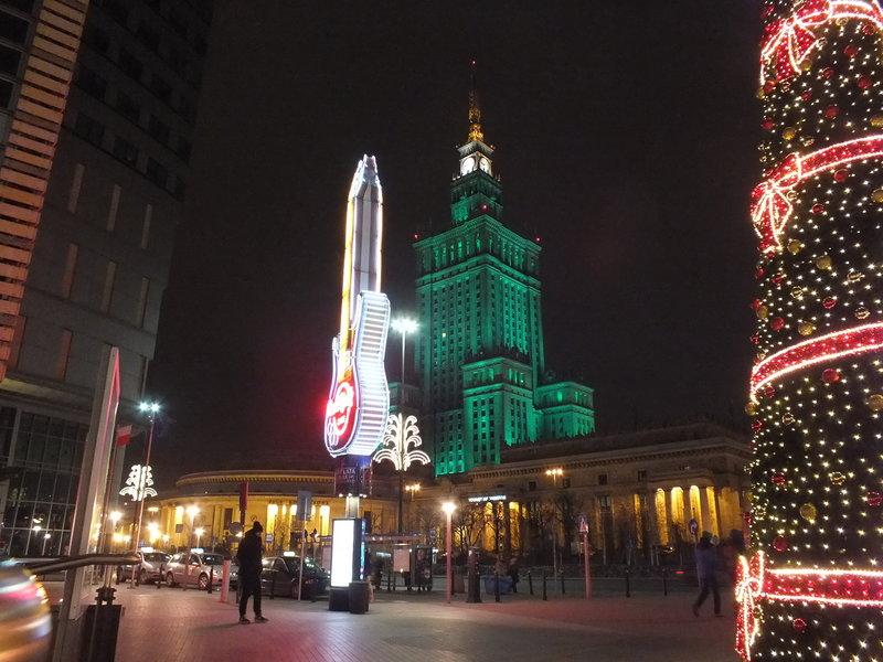 Zaświecona lampa w Pałącu Kultury i Nauki w Nowy Rok