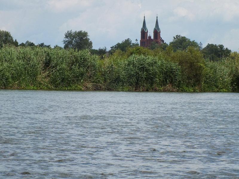 Dwuwieżowy kościół w Przybyszewie.