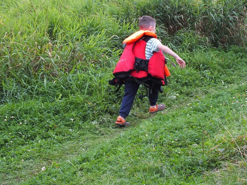 Tomek ma sześć lat. Jak ktoś patrzy na to zdjęcie i nie słyszy jak dzieciak mówi, to znaczy, że jeszcze nie spotkał go na swej drodze.