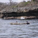 Na wodnej drodze do wioski pod Mombasą na szlaku panuje całkiem spory ruch