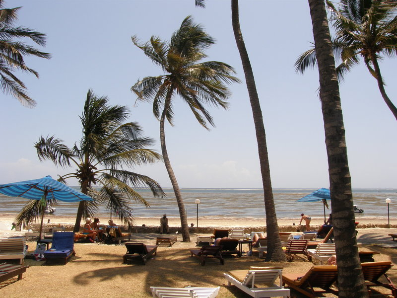 1.Koniec stycznia 2009 roku. Plan: nicnierobienie. Baza: Kenya Bay. Beach Hotel, Mombasa.