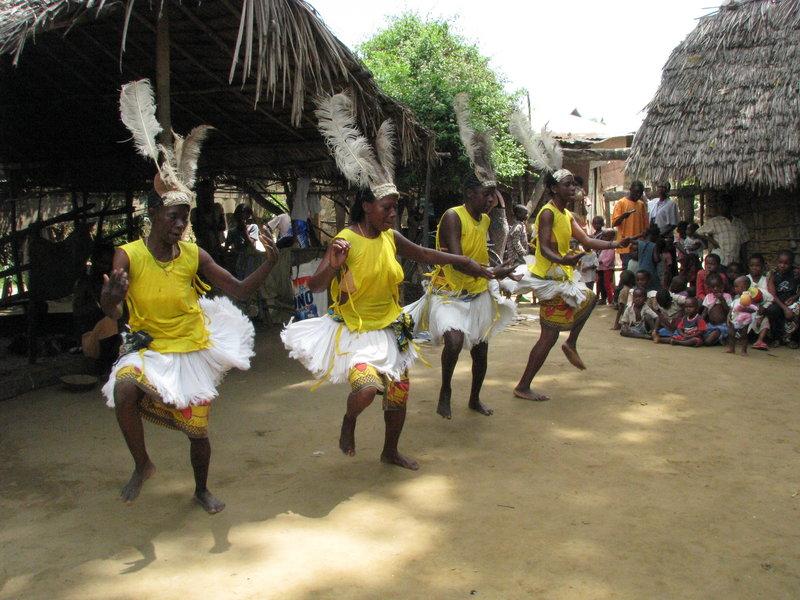 24 Taneczny pokaz w wiosce pod Mombasą