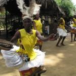 Polacy jak zwykle ociągają się z zapłaceniem za występ tancerek w kenijskiej wiosce