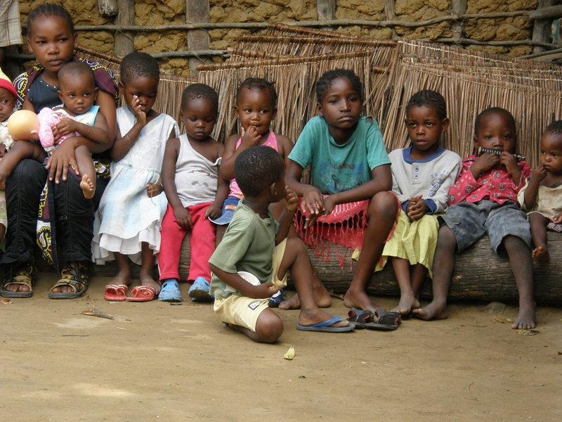 27 Na pokaz zaproszono też wszystkie dzieciaki z wioski pod Mombasą