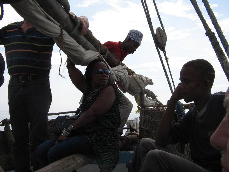 Na starym stateczku wyruszamy na delfinowe safari i zwiedzanie rafy koralowej. W okolice wyspy Wasini