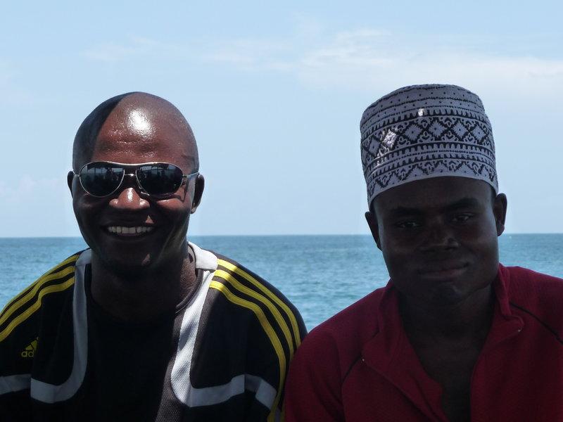 Po lewej nasz przewodnik Cziko oraz kapitan statku
