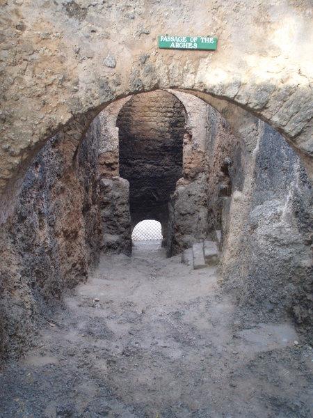 47 Fort Jesus w Mombasie w 1698 z rąk Portugalczyków Mombasę odbił Sułtanat Omanu, a w połowie XIX wieku władał nią Zanzibar. Jego Sułtan przekazał miasto Brytyjczykom w roku 1895. Mombasa była stolicą protektoratu Brytyjskiej Afryki Wschodniej do 1907 roku.